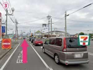 セブン-イレブン 隼人しらさぎ橋西店とガソリンスタンドエネオス浜ノ一店がある交差点を直進