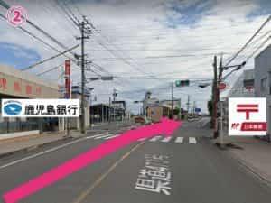 鹿児島銀行隼人店と隼人郵便局間を西側