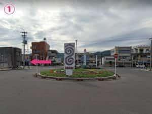 隼人駅東口からロータリを見て左