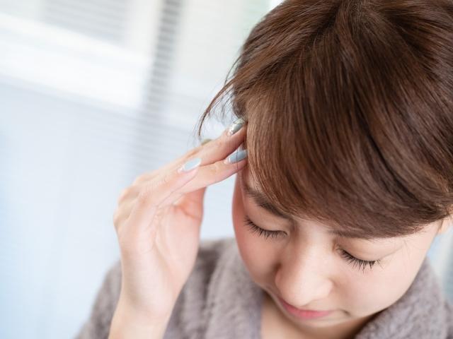 座り方の癖や姿勢の悪さも頭痛の原因になります